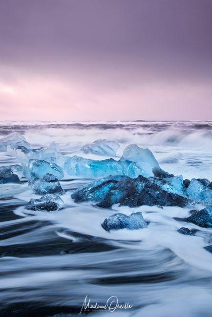 Photo en mouvement, icebergs sur une plage, Islande