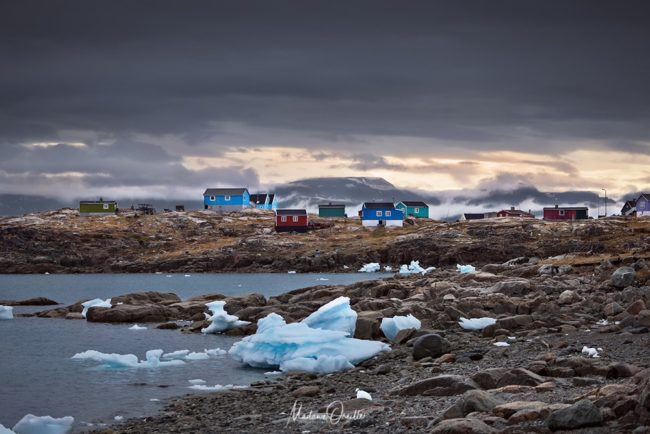 Icebergs dans la baie du village de Saqqaq, Groenland
