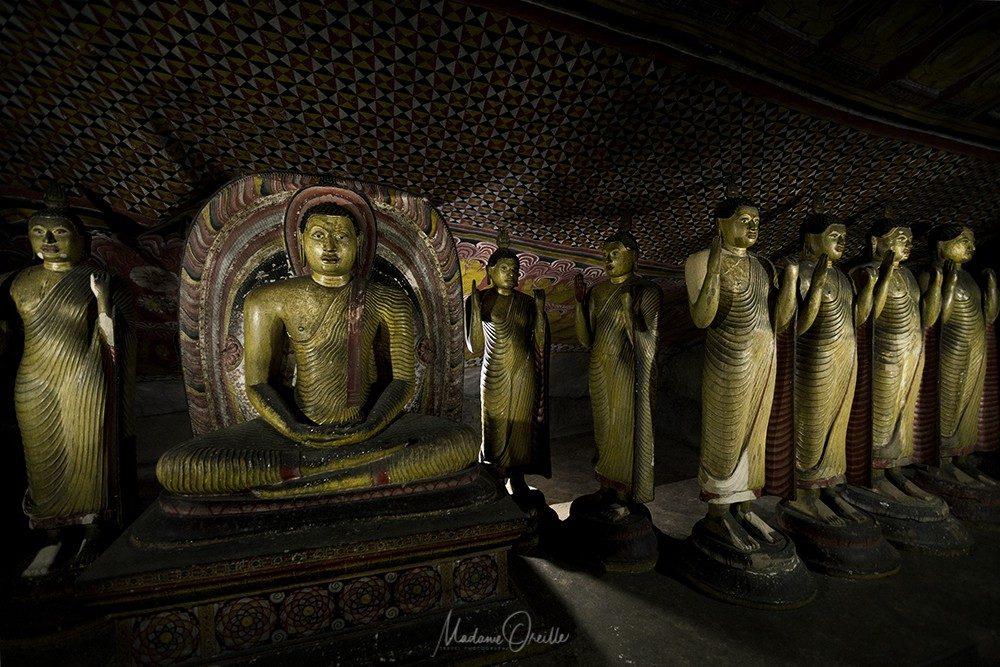 Bouddhas dans les grottes sacrées de Dambulla