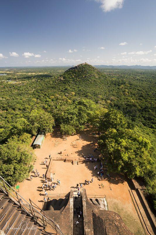 La vue sur Pidurangala Rock depuis le Rocher du Lion, Sigiriya