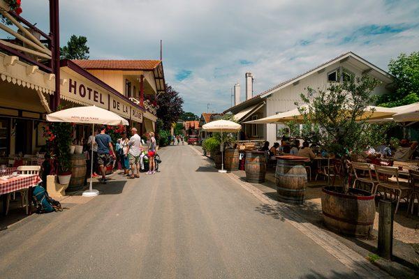 rue principale du village ostréicole de l herbe