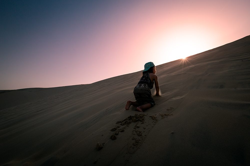 Petite Oreille essaie de monter en haut de la dune du Pyla