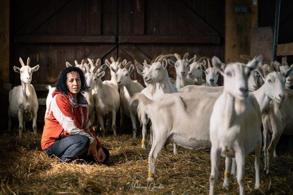 Leïla, éleveuse de chèvre et productrice de fromage à Miquelon
