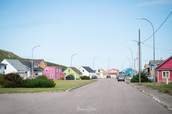 Miquelon, maisons colorées au centre-ville