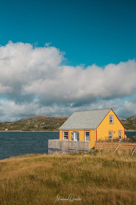 Maison jaune sur l'île aux Marins