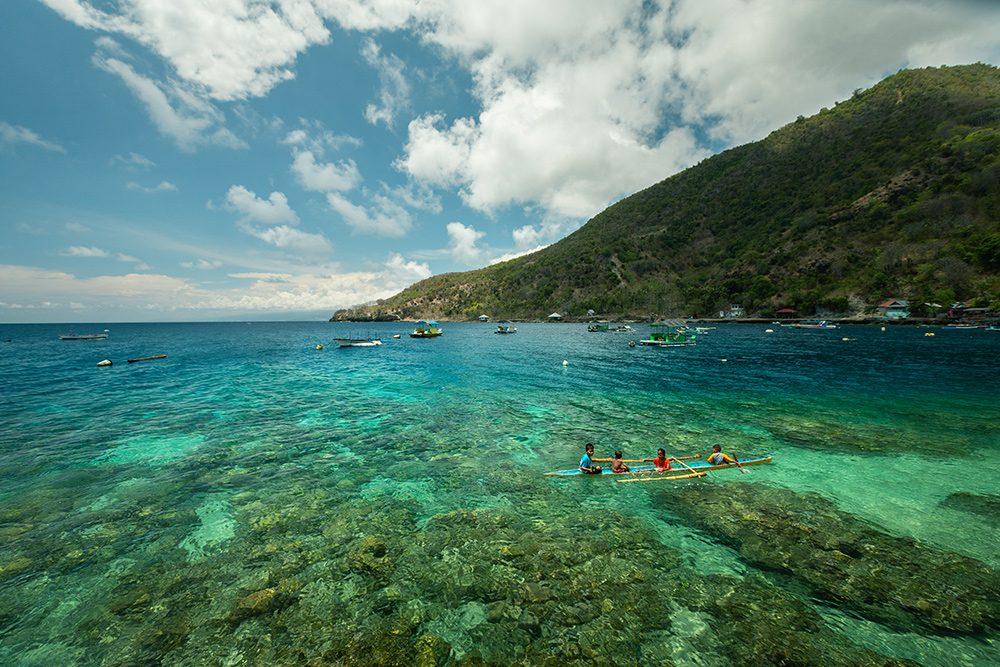 snorkeling au milieu des coraux, sulawesi