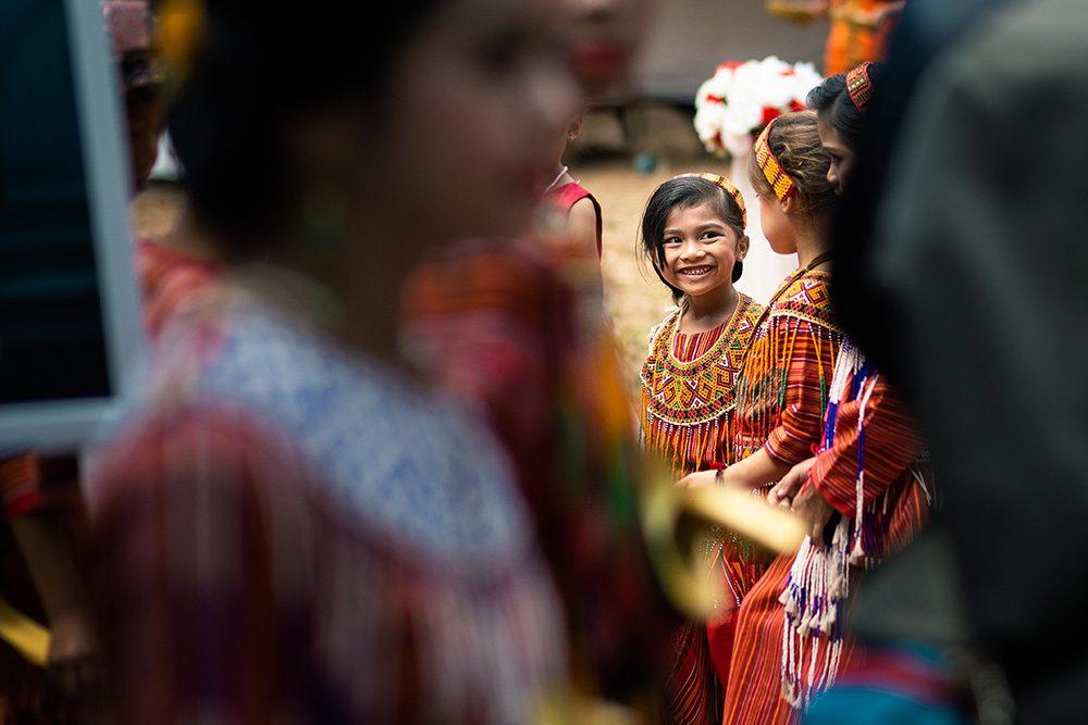 fillette en costume traditionnel
