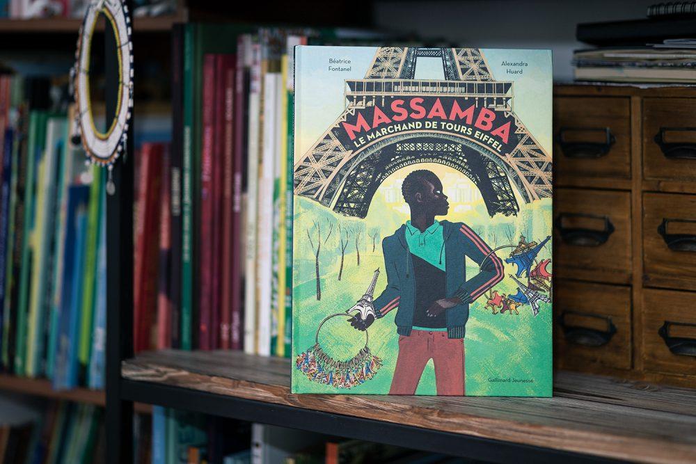 Massamba, le marchand de Tour Eiffel