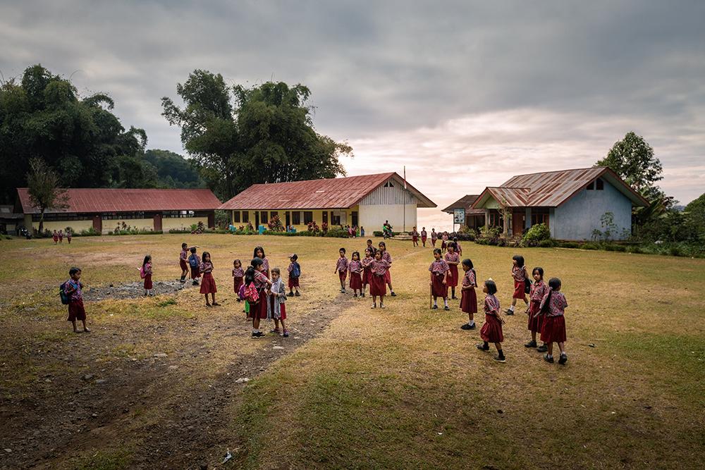Dans la cour de récréation de l'école - indonésie