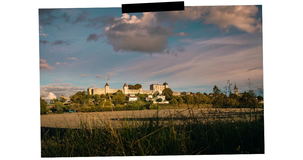 vue de loin du château de la valette